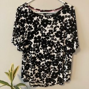 Isaac Mizrahi black and white floral top, size L